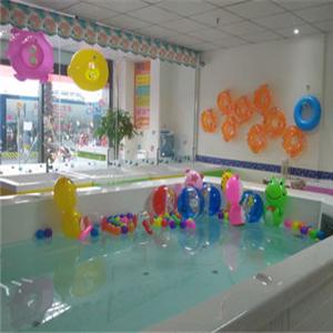 多多爱婴儿游泳馆泳池