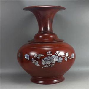 越南芒街紅木工藝品批發零售店主營越南紅木工藝品。手工花瓶,牛