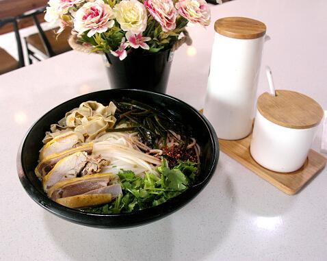 老提米线麻椒鸡汤