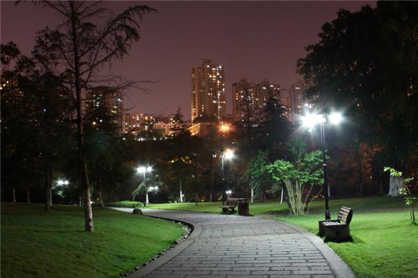 优居地产夜景