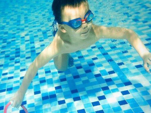 海斯威国际亲子游泳练习