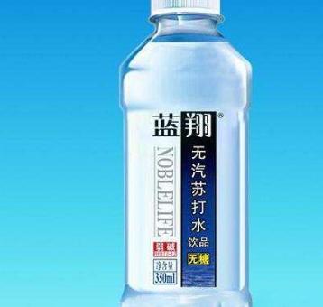 蓝翔苏打水