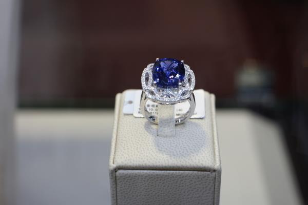 戴芮珠宝蓝宝石戒指