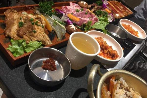 嘿牛韩式料理一碗