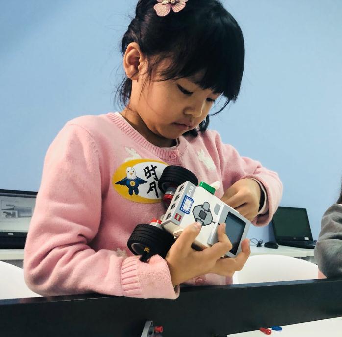 蓝云之鹰机器人教育学员1