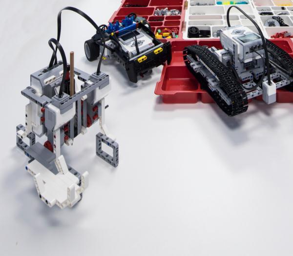 蓝云之鹰机器人教育产品1