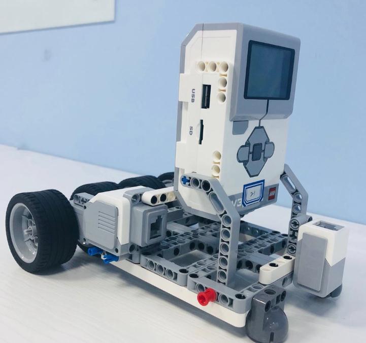 蓝云之鹰机器人教育产品3