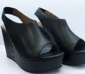 她他鞋黑色