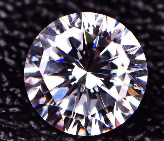 深受欢迎的莫桑钻钻石
