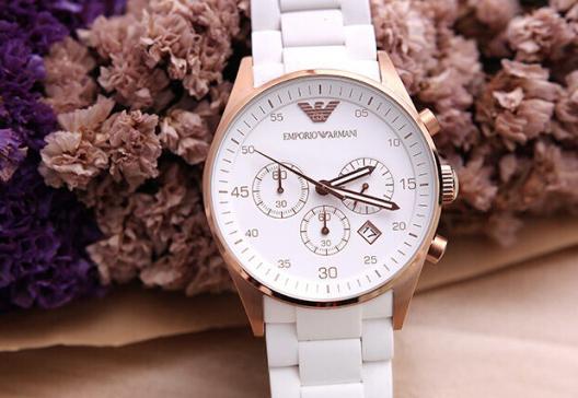 时尚的阿玛尼手表