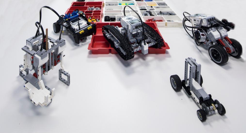 蓝云之鹰机器人教育产品