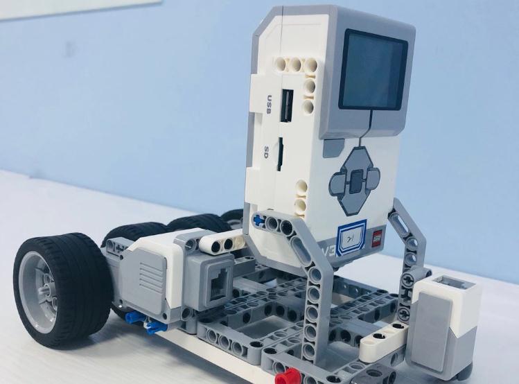 蓝云之鹰机器人教育机器人