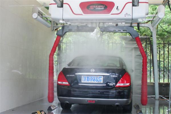 水斧全自动洗车机洗车后