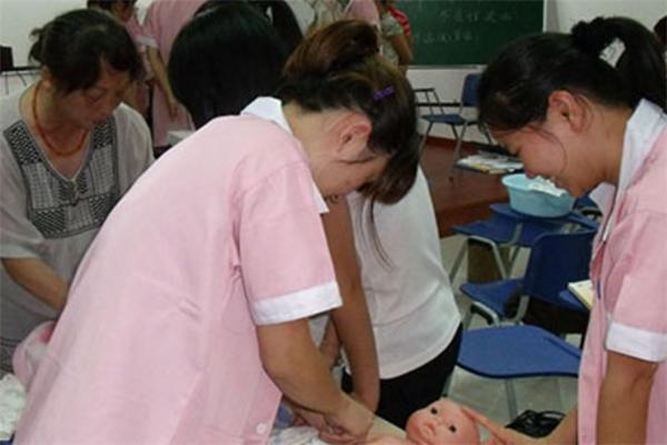 大学育婴师培训中心实践练习
