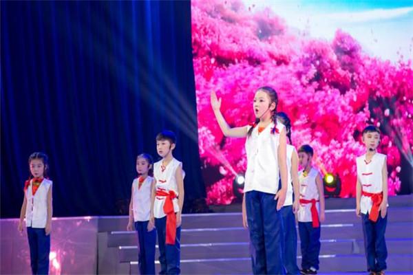 丹辉语言表演表演