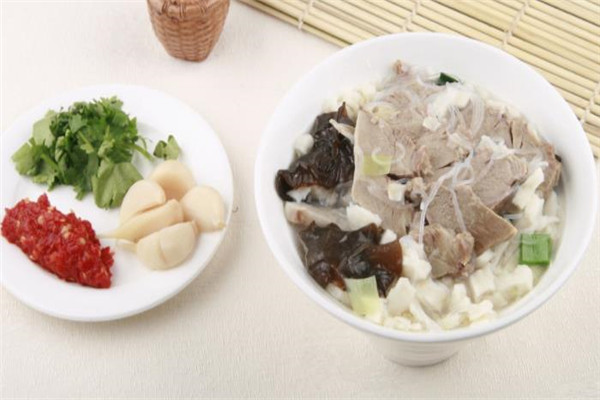 羊肉泡馍美食