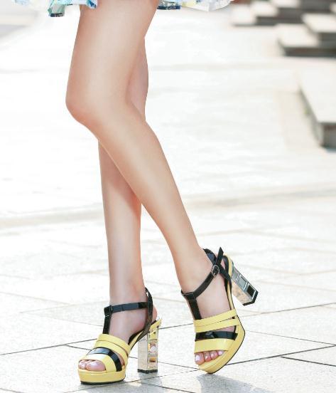 摩熙米昵女鞋模特1