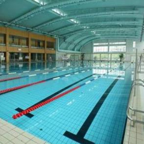 源深游泳馆泳池
