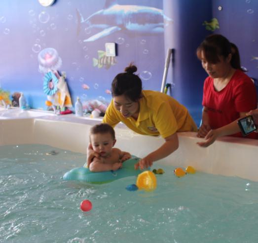 贝斯缇尔亲子托育中心游泳课