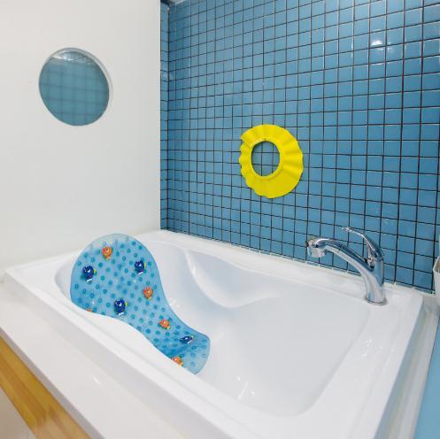 泡泡塘少儿游泳浴室