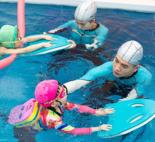 泡泡塘少儿游泳亲子课
