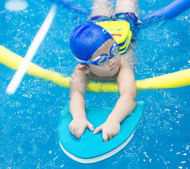 泡泡塘少儿游泳课堂