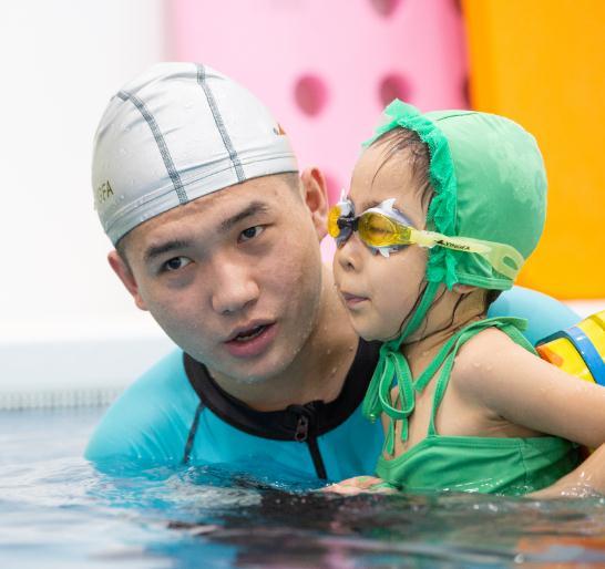 泡泡塘少儿游泳教练