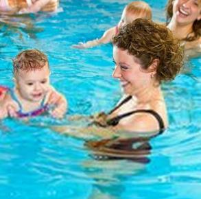 蓝旗婴儿游泳馆亲子