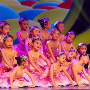 巧虎KIDS早教中心表演