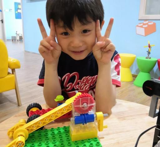 兒童科技營雙語STEAM樂高機器人健康