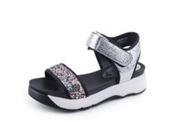 伊思q女鞋的凉鞋