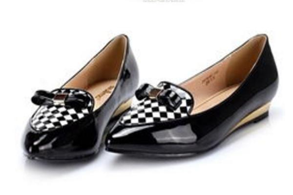 伊思q女鞋的休闲皮鞋