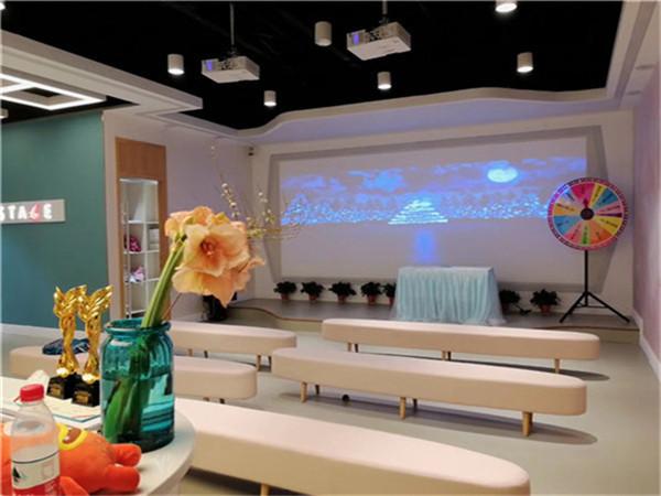 卓玛国际儿童艺术教育门面