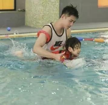 GymUSwim金游宝宝亲子游泳馆带宝宝游泳