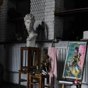 张素伟画室雕像