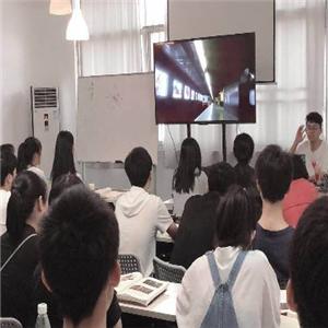 六艺传媒教育学生