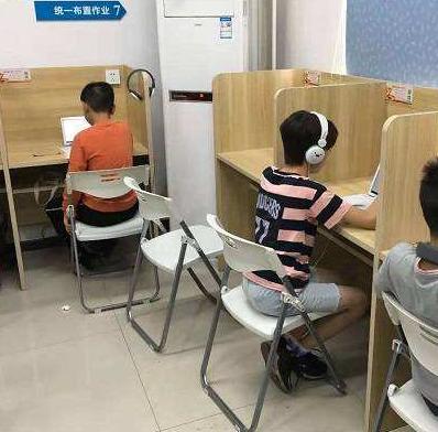优鸿人工智能课堂学生