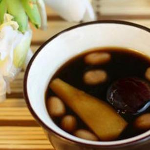 潮汕糖水的生姜红糖水