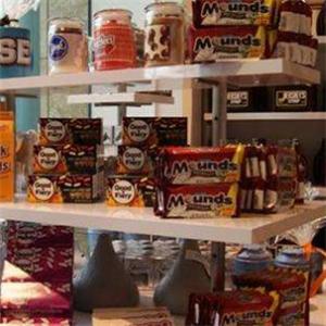 好時巧克力世界貨架