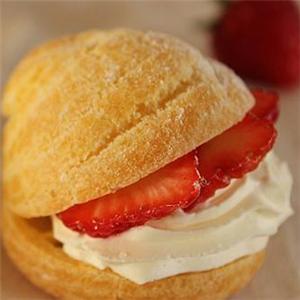 修女泡芙草莓