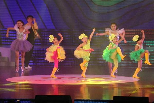 爱琴海少儿舞蹈团可爱
