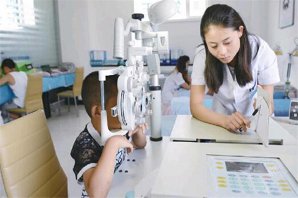 亮晶晶視力保健訓練中心加盟視力檢查