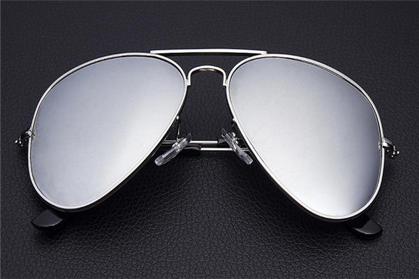 雷朋眼镜专卖招牌