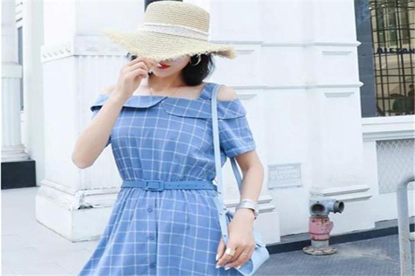 2号街角蓝裙子