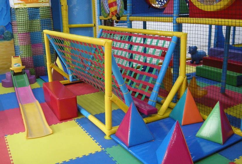 童乐堡儿童乐园攀爬
