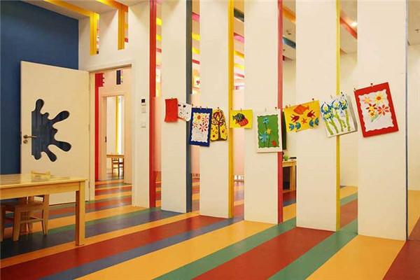 艾涂圖兒童美術中心涂鴉