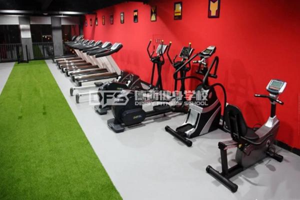 德西健身教練培訓健身器材