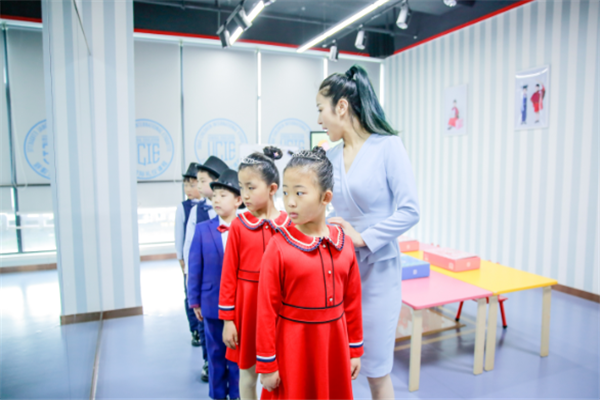UCIE兒童國際禮儀課程實景