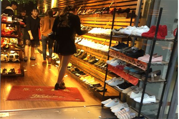 偶遇鞋吧門店