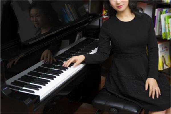 朗朗学钢琴老师